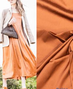 Fibre mood roest oranje stretchsatijn Pipa jurk