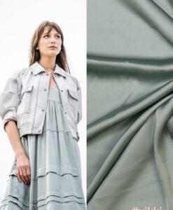 fibre moos stretchsatijn gris groen Vikki jurk