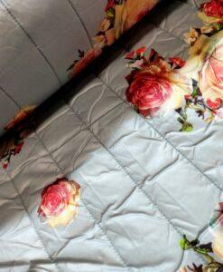 Gewatteerd zilver met rozen quilted flower